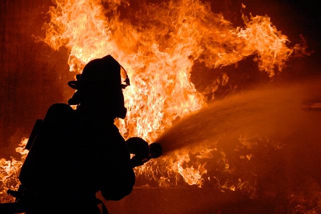 firefighter-848346_640