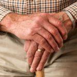 Mimo policyjnych ostrzeżeń starsze osoby wciąż padają ofiarami oszustów